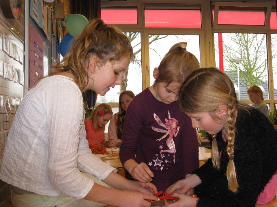 De eerste techniek middag was een succes.<br />Er is heel hard gewerkt aan de verschillende opdrachten. <br />De kinderen van groep 8 hebben ons heel goed geholpen en vonden het stiekem zelf ook erg leuk.<br />Nog twee keer te gaan, we hebben er al zin in!