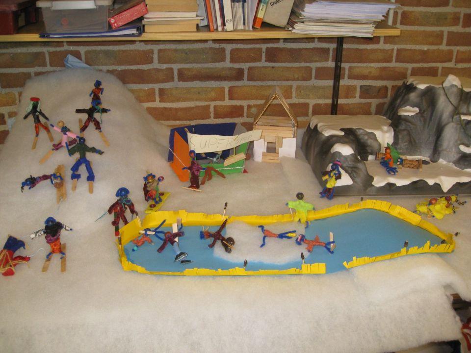 Nieuws uit zes.<br /><br />Groep 6 heeft een wintersportland gemaakt: Snowplanet. De mensen die er wonen heten natuurlijk Snowmensen. We zijn bezig om de regering samen te stellen. Sem is in ieder geval tot president gekozen.<br />Dinsdag hebben we een dictee over de afspraken K14, R18, R19, W11 en W12. Ook zijn dan de 10 min.-gesprekken!