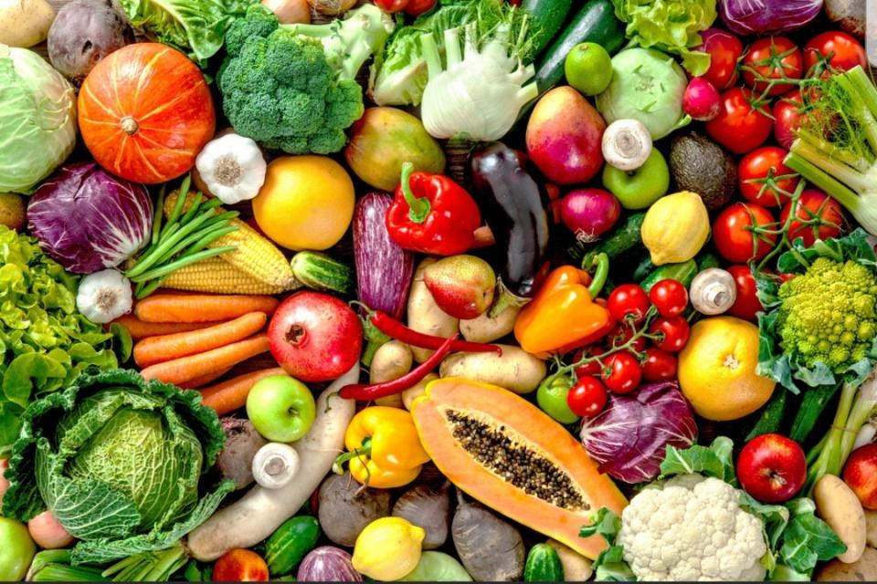 Fruit week 37 snoeptomaatjes per leerling1 zakje waspeen per 5 leerlingen1 appel per leerlingAls uw zoon of dochter hier niet genoeg aan heeft, maar u natuurlijk extra groente of fruit mee geven.