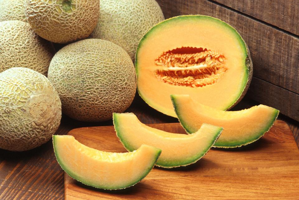 Fruit week 12; 20, 21 en 22 maart1 cantaloupe meloen per 10 leerlingen;1 komkommer per 5 leerlingen;1 peer per leerlingU weet: is dit niet voldoende voor een pauze-hapje, dan mag u natuurlijk ook zelf nog fruit of groente mee geven.